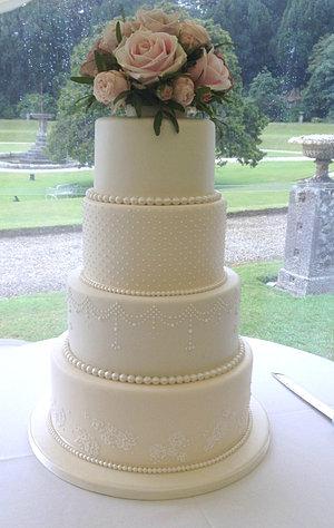 Tiered Wedding Cakes/Cornwall wedding cake gallery/suzihumphries.co.uk