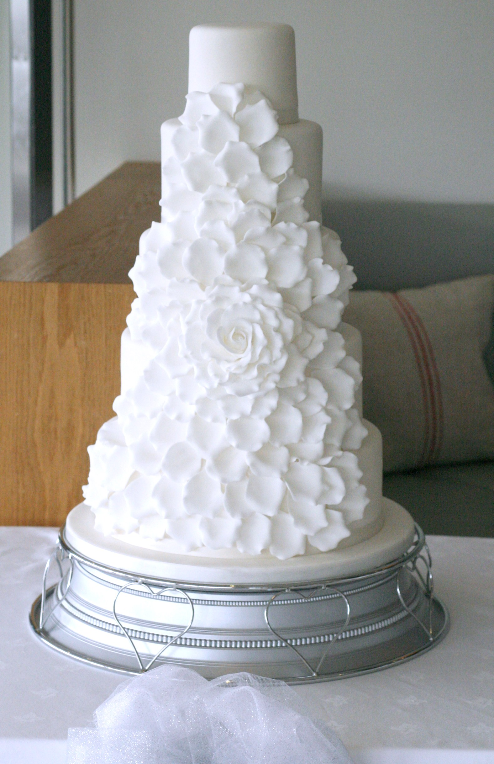 5 tier oversized rose wedding cake
