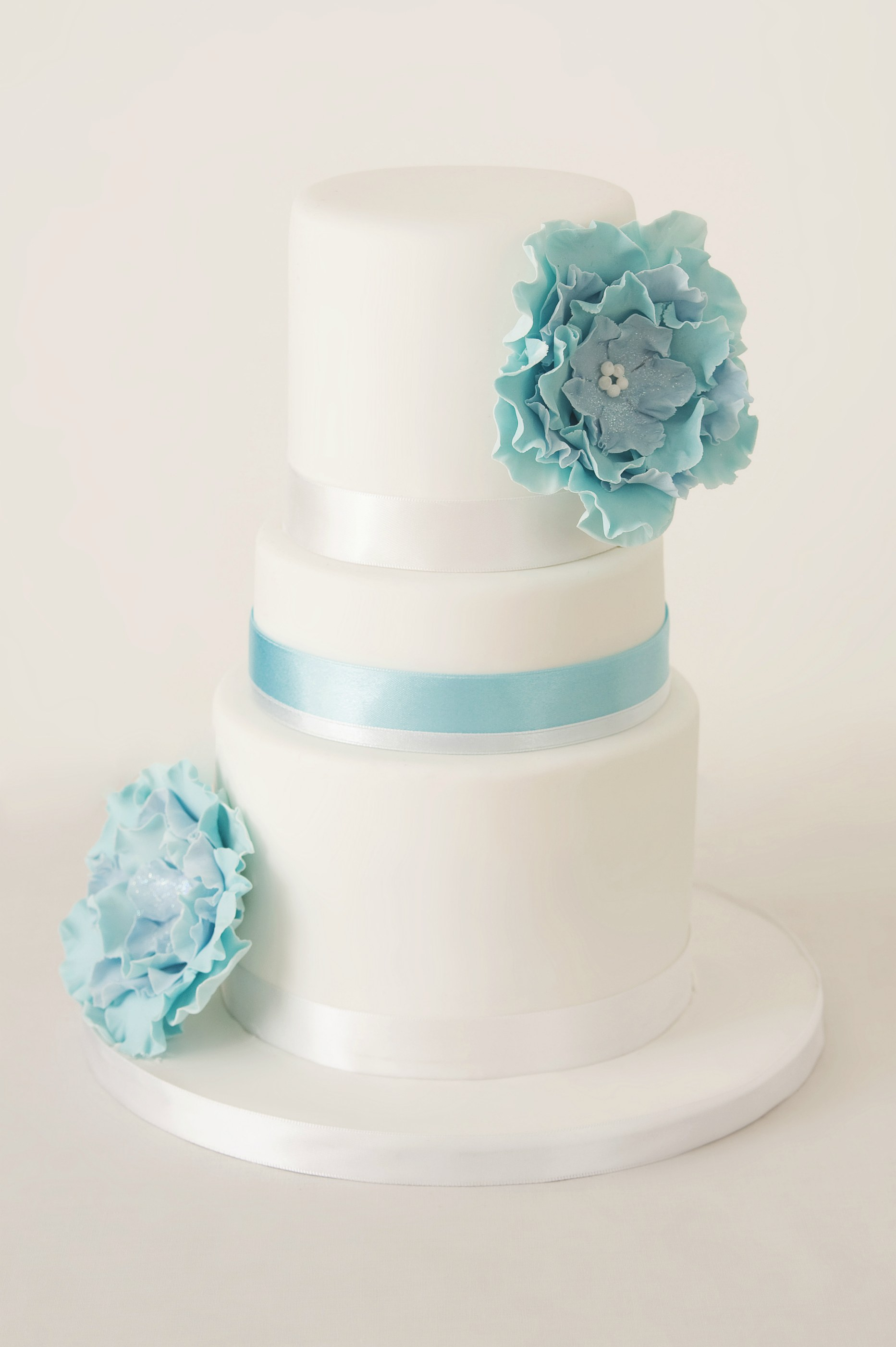 3 tier blue corsage wedding cake