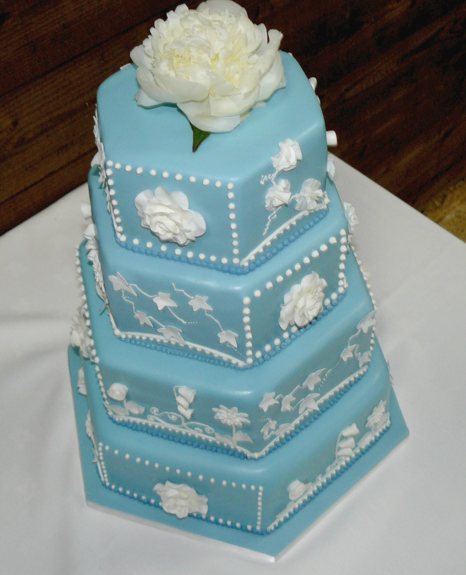 4 tier wedgewood blue wedding cake