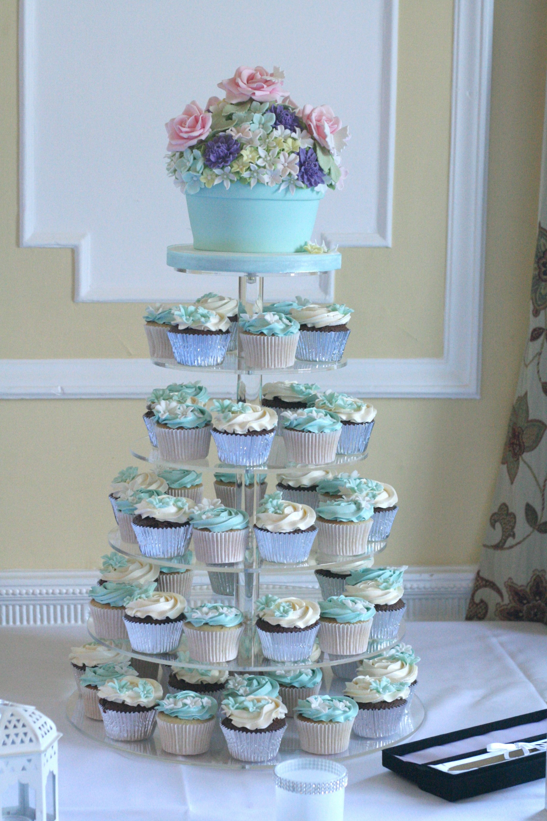 aqua wedding tower