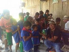 60 niños de la comunidad indígena COFAN