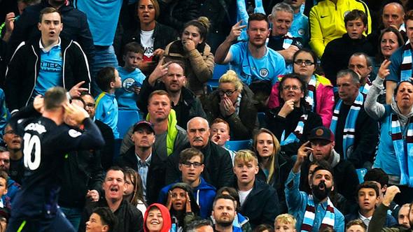 """Wayne Rooney y el signo de la """"uve"""""""