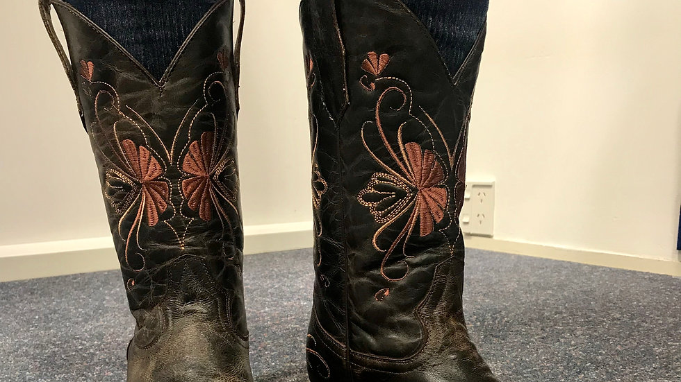 Cowgirl Boots - Embroidered.