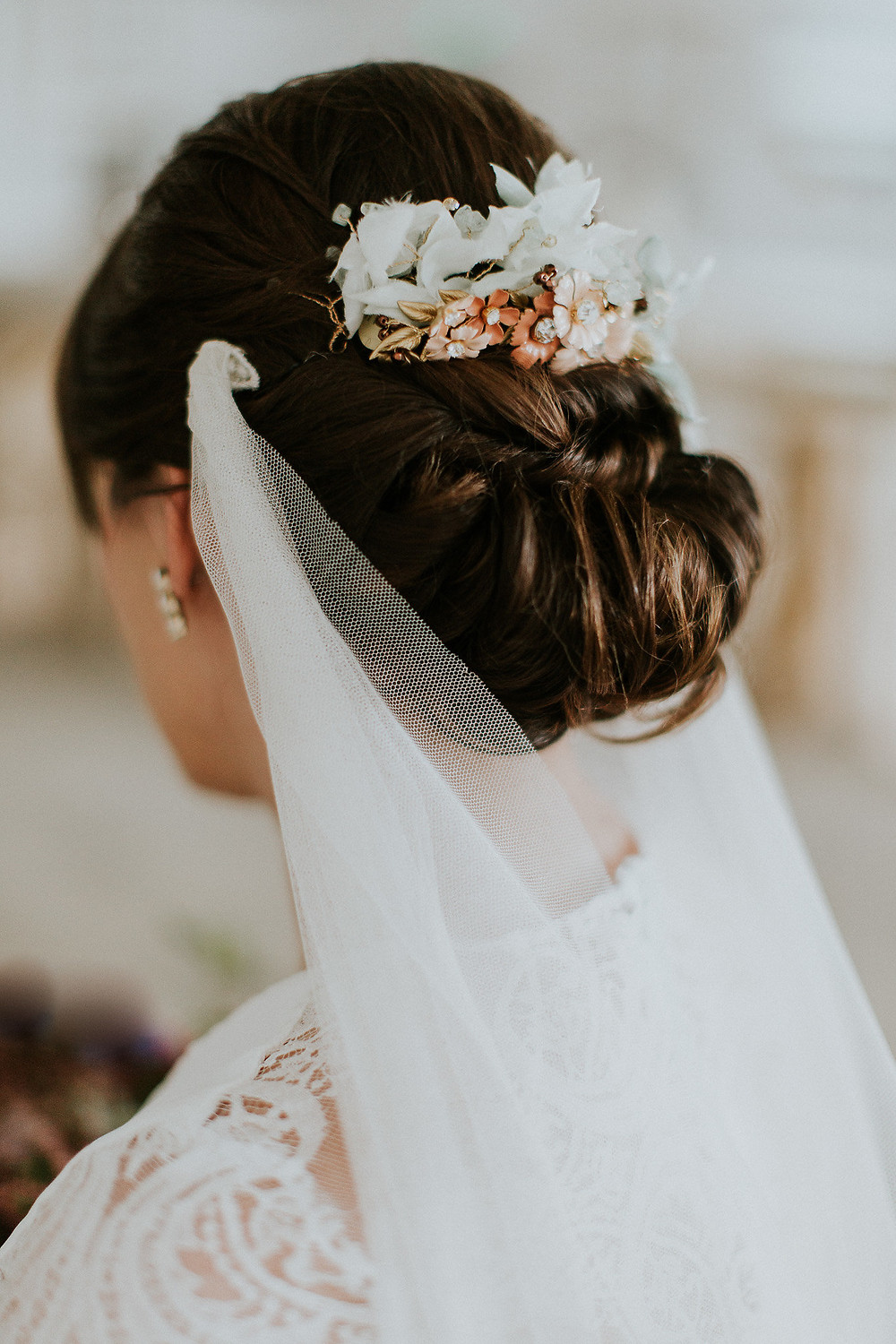 Bridal details showing veil and floral headpiece
