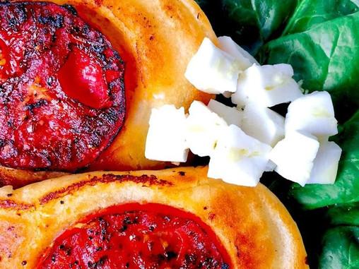 פנקייק עגבניות צלויות ושום
