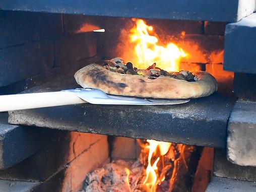 תראו מה אפיתי בטאבון: פיצה ענבים ותאנים קיצית