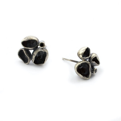 Oceanic Cluster Studs with Black Spinel