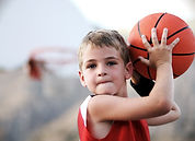 Lanza del muchacho Baloncesto