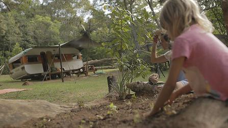 Trailer casinha sobre rodas glamping quintal.JPG
