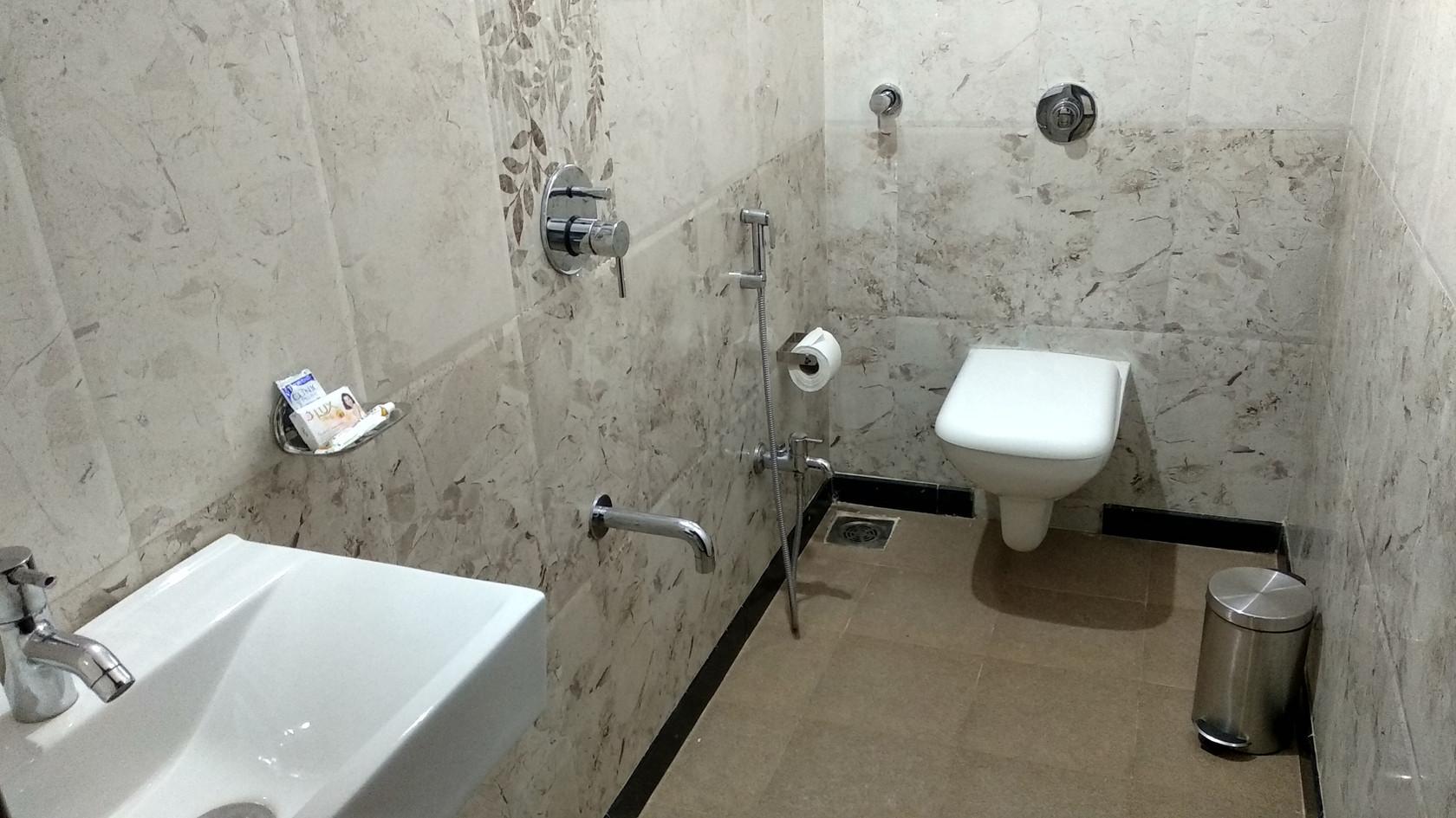 BATH ROOM2.jpg