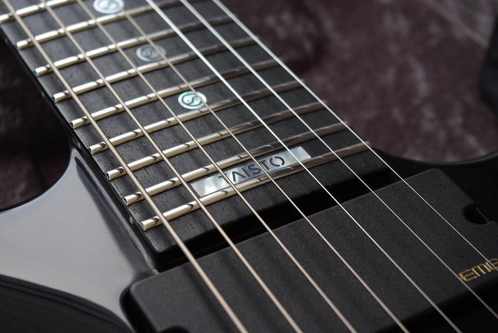 Taisto brand inlay on fretboard of Samuli Federley's V25-FX7/H guitar