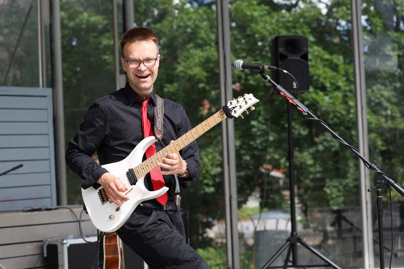 Henri Aalto at Laikunlava, Tampere with his custom guitar V25-FR ECM