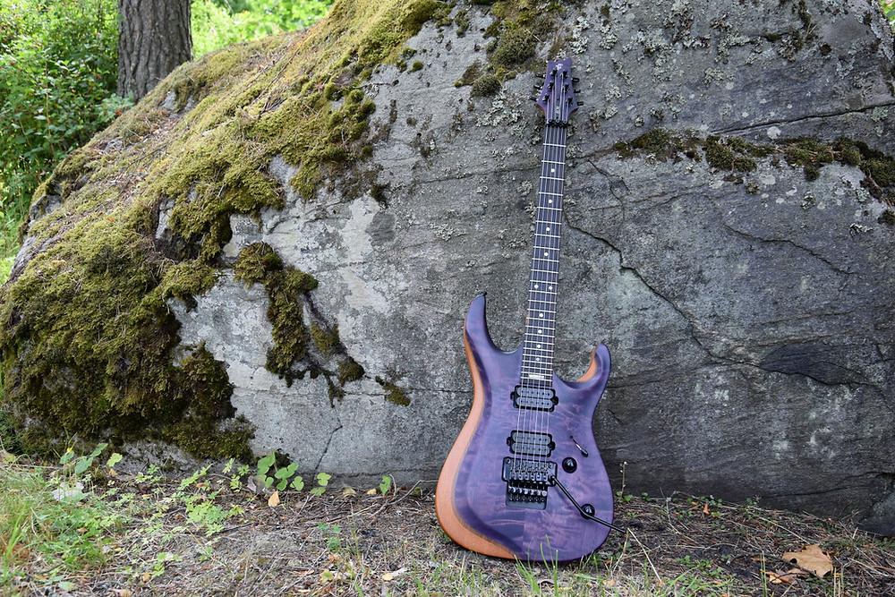 Taisto Guitars V25-FR ECM Berry