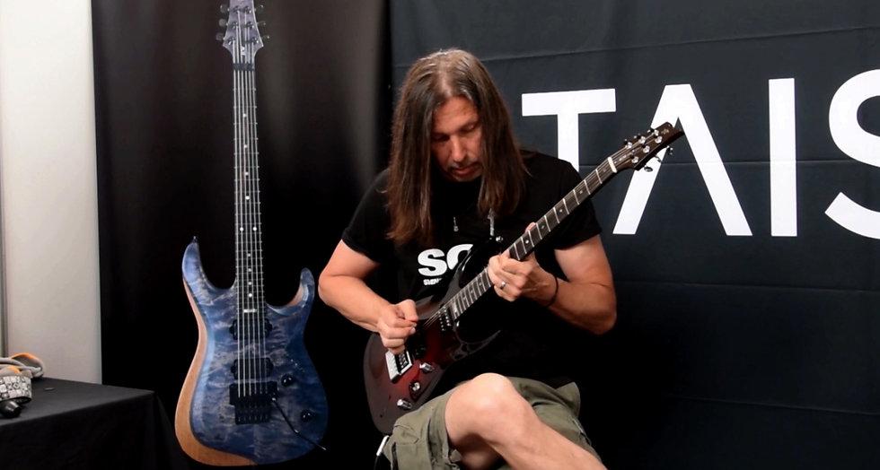 Mr. Seppson Van Toy testing Taisto Guitars V25-ET Evertune guitar at Fuzz Guitar Show in Gothenburg Sweden