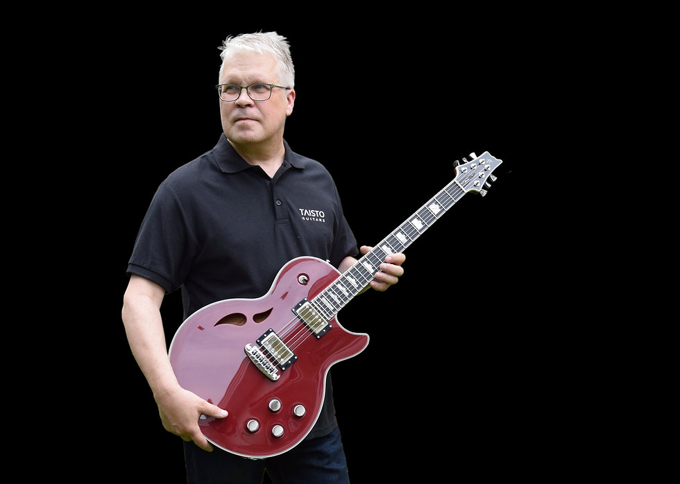 Taisto and AROK-WG guitar in wine red color