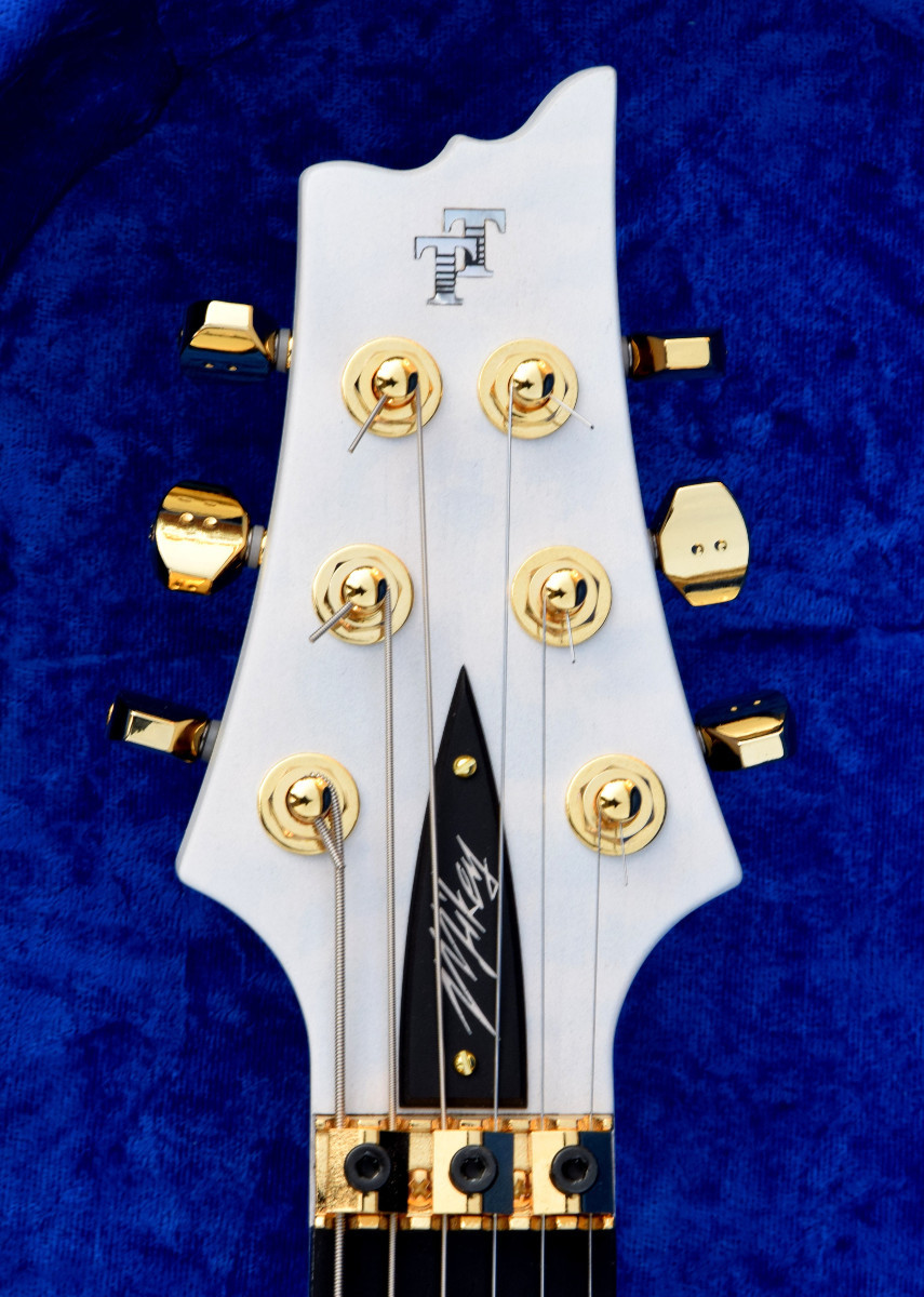 V25-FR plus2 headstock with Graph Tech RATIO tuners