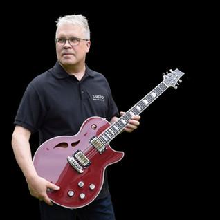 Taisto and AROK-WG custom guitar