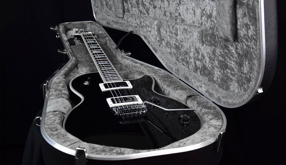 Taisto Guitars AROK-FR Shadowman with Fernandes sustainer in case