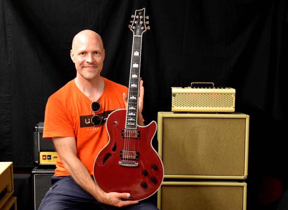 Customer Jyri with new Taisto Guitars AROK-WG guitar