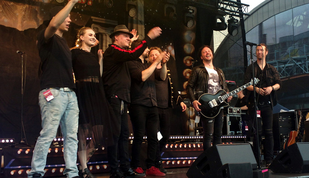 Jonne Aaron and band ends the gig in Turku