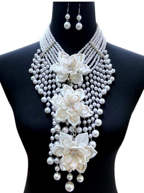 Flowers & Pearls Necklace Set
