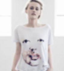 Woman's-t-shirt-with-hand-painnted-face-motive-printed-on-high-quality-cotton-by-Ewa-Zwolinska.