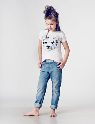 White t-shirt for girls with cat's face printed artwork.