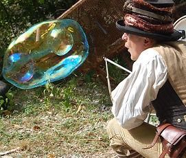 Compagie NaKOH, bulles géantes, lot et garonne, spectacle de rue