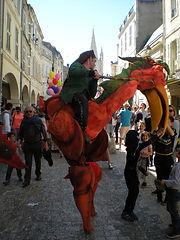 deambulation échassiers, cirque, médiéval, carnaval, lot et garonne, aquitaine