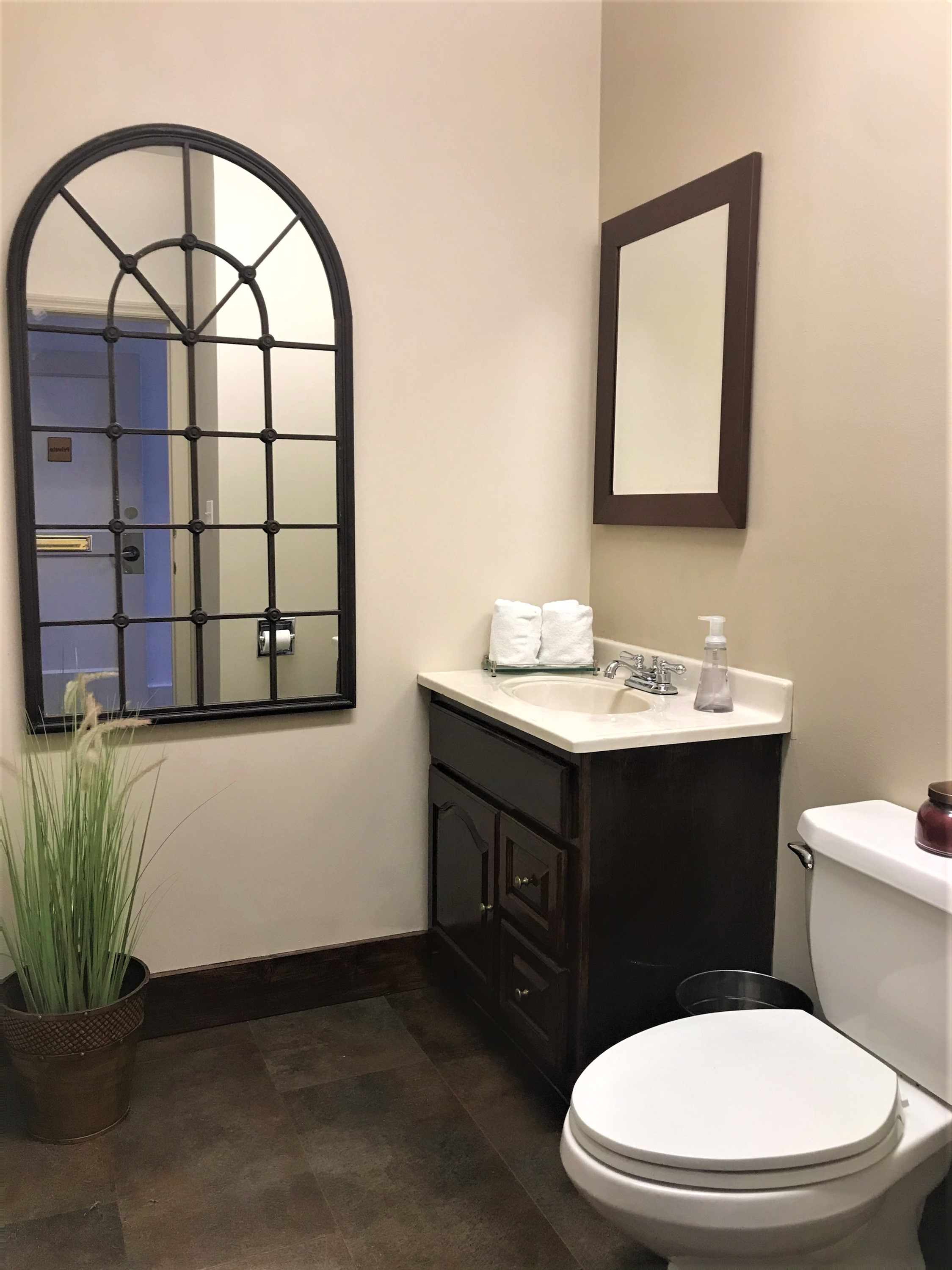 BurlingtonRoom_Bathroom