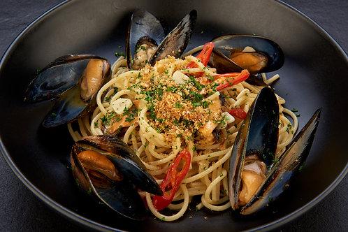 Spaghetti Aglio Olio with Mussels