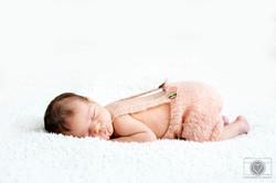 newborn shoot by Lindsey