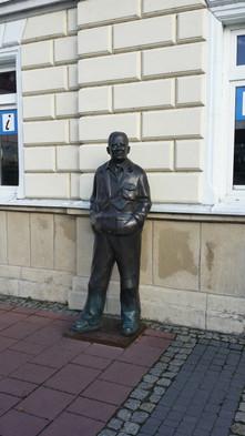 Pomnik Zdzisława Beksińskiego na sanockim rynku