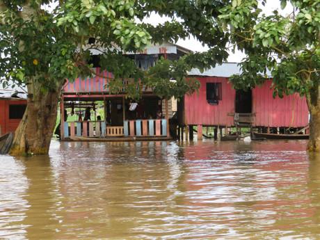 Peru, wioska nad Amazonką