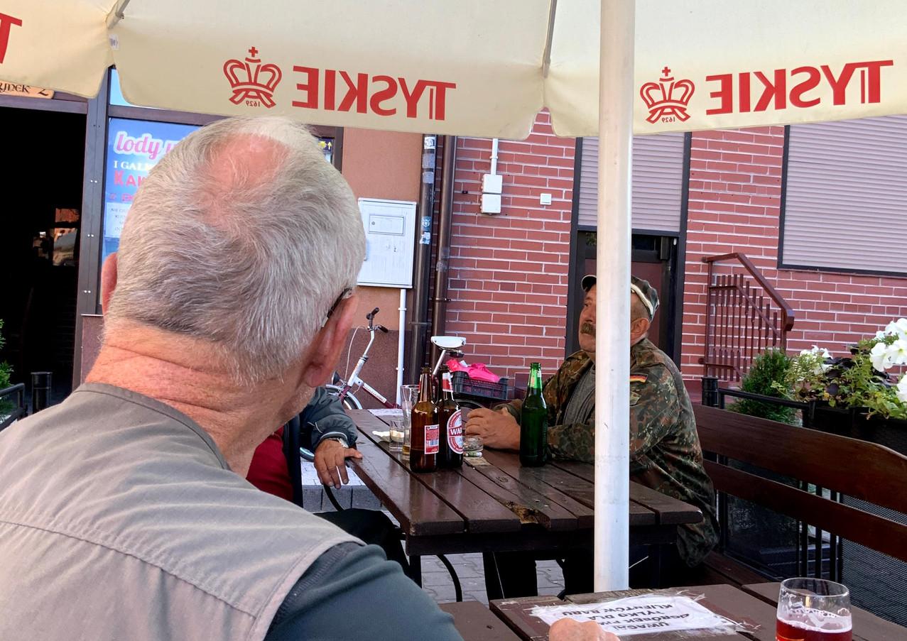 Atrakcja towarzyską na rynku w Wiślicy jest bar i lodziarnia