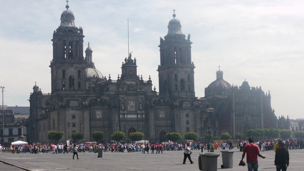 Mexico City, katedra przy centralnym placu