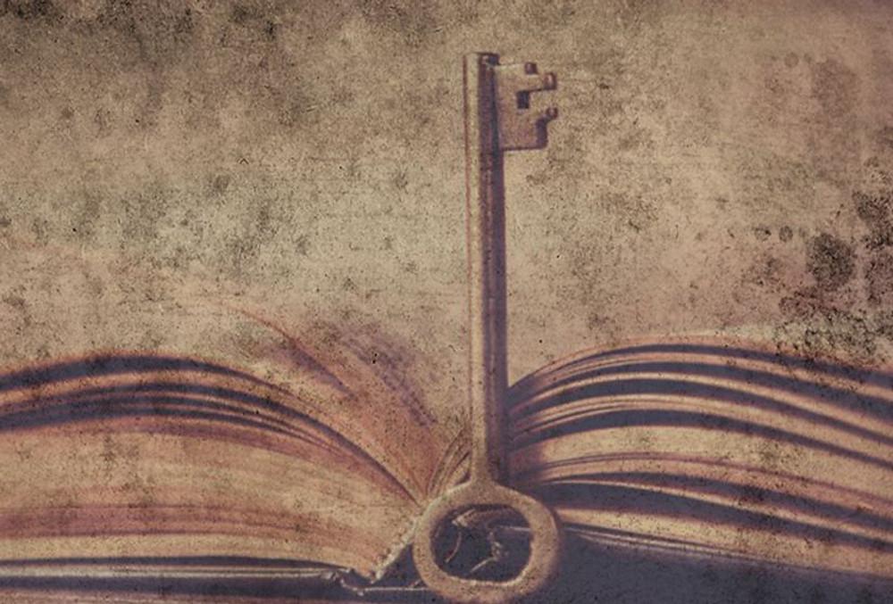 libro-con-una-llave