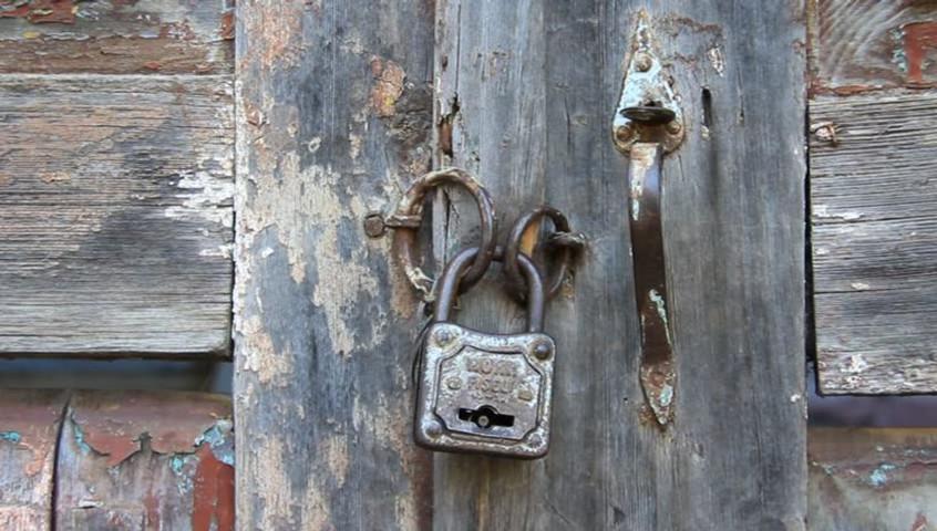 Puerta y candado
