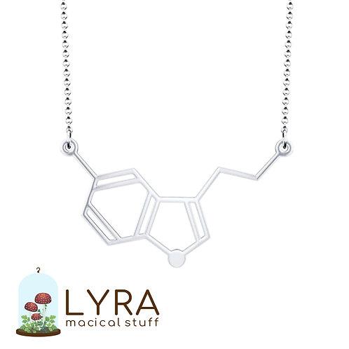 תליון מולקולת סרוטנין כסופה