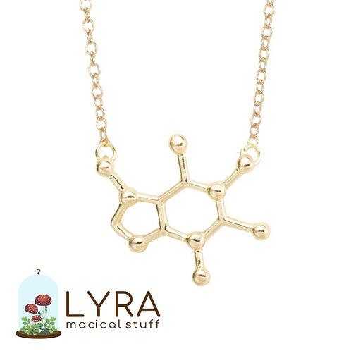 תליון מולקולת קפאין זהובה מוקטנת