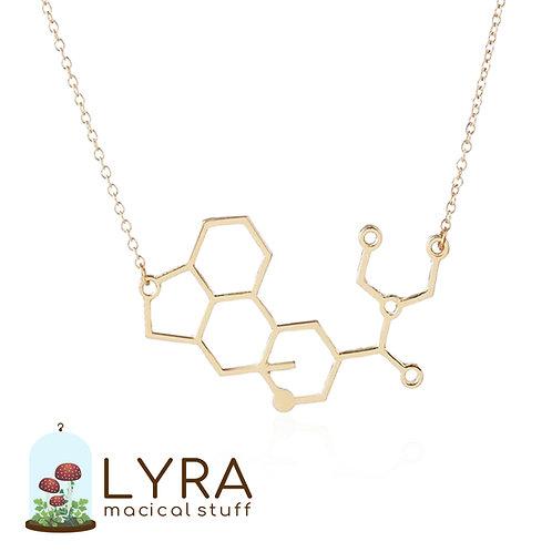 תליון מולקולת LSD זהובה