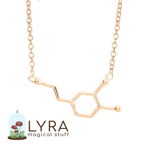 תליון מולקולת דופמין זהובה
