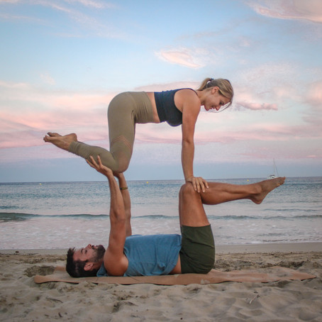 Double All Fours (AcroYoga Biblio)