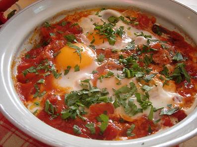 Шакшука-отличный завтрак-яичница в остром соусе.