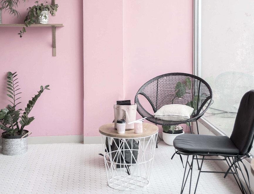 Розовая стена