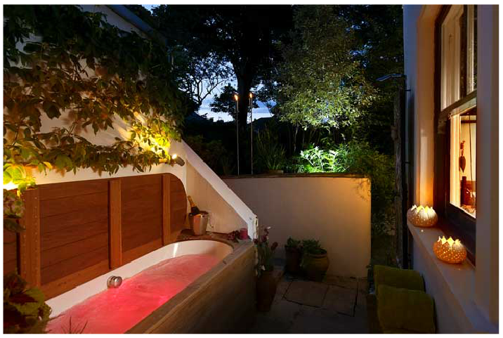 Outdoor jacuzzi bath