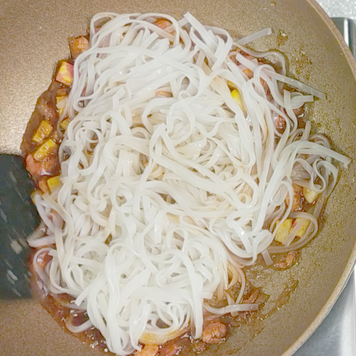 3. Add the noodles and stir gently.
