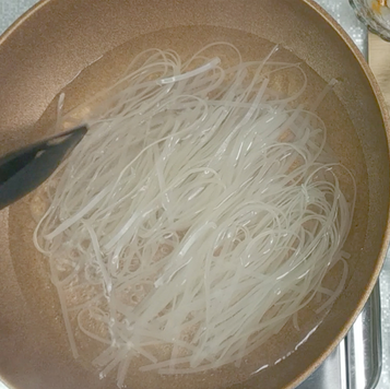 2. Boil noodles for 3-5 minutes in boiling water then put in cold water. Then drain and set aside.