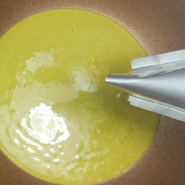 3. Place a pot on a medium heat, add green curry sauce.